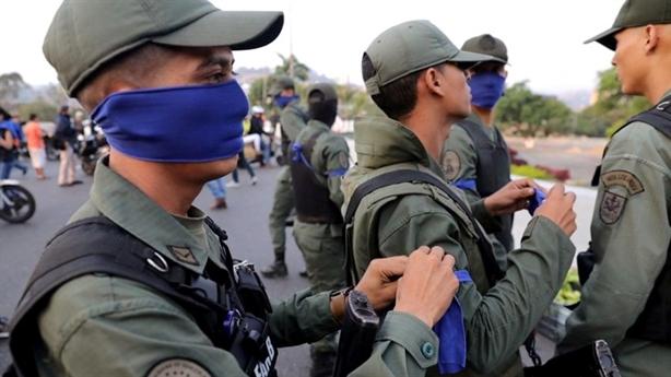 Diễn biến nóng tại Venezuela, ông Trump dọa tăng trừng phạt Cuba