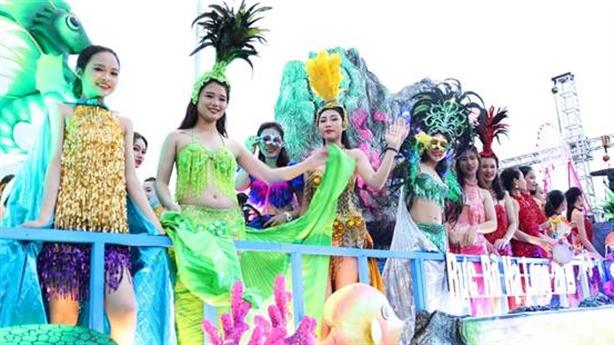 Hàng nghìn người háo hức xem diễu hành Carnaval Hạ Long 2019