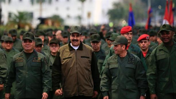 Ông Maduro cùng quân đội tuần hành mừng dập tắt đảo chính