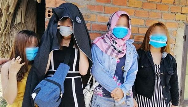'Giải cứu' 4 cô gái xinh đẹp khỏi quán kích dục