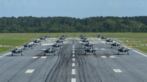 F-35B biểu diễn Voi đi bộ, ưu thế vượt trội của Mỹ