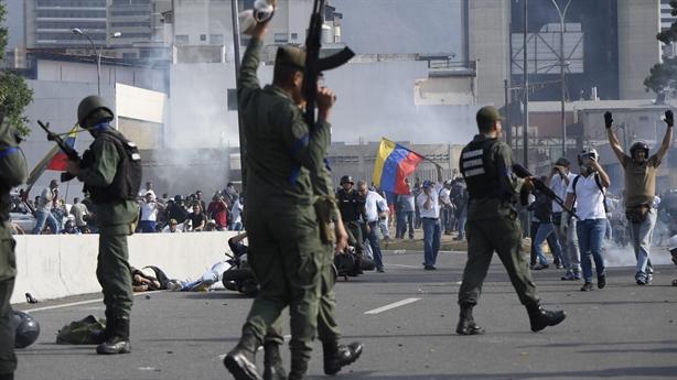 Muốn cứu Guaido, Mỹ trừng phạt ngành tư pháp Venezuela