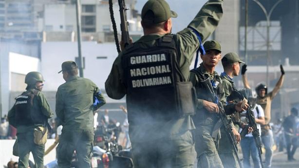 Mỹ chìa cà rốt, Venezuela ra đòn đau