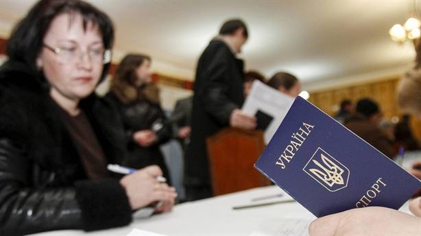 Moscow không cần Kiev công nhận hộ chiếu cấp cho Donbass
