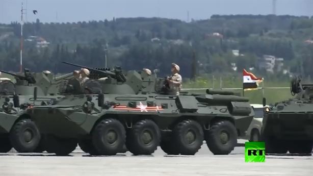Xe bọc thép NATO dẫn đầu đoàn duyệt binh tại Hmeymim