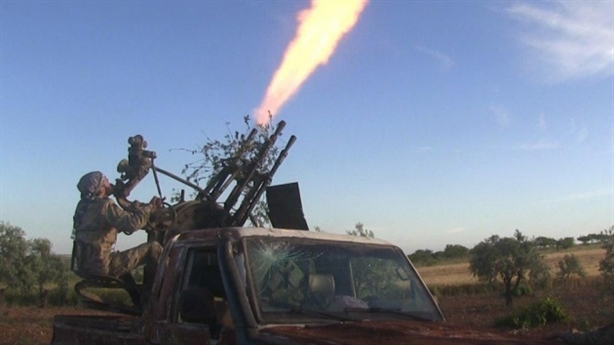 Phiến quân dùng pháo bắn nhanh tấn công máy bay Nga