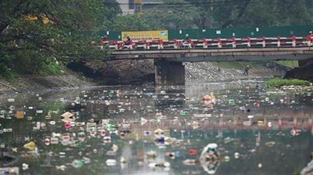 Đề xuất lái xe dùng rượu, bia phải vét sông Tô Lịch