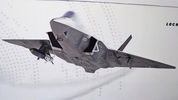 F-35C không còn tàng hình khi mang tên lửa HAWC