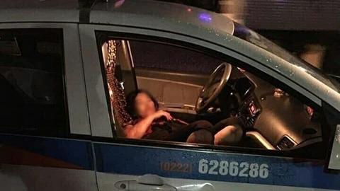 Người đàn ông đâm nữ tài xế taxi rồi tự tử