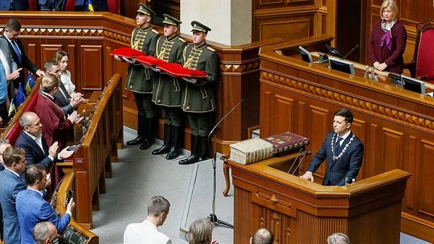 Ông Zelensky đòi tăng trừng phạt: Nga đáp trả lạnh gáy