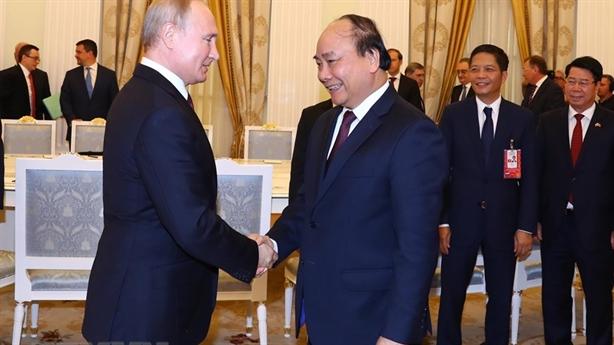 Thủ tướng Nguyễn Xuân Phúc hội kiến Tổng thống Putin