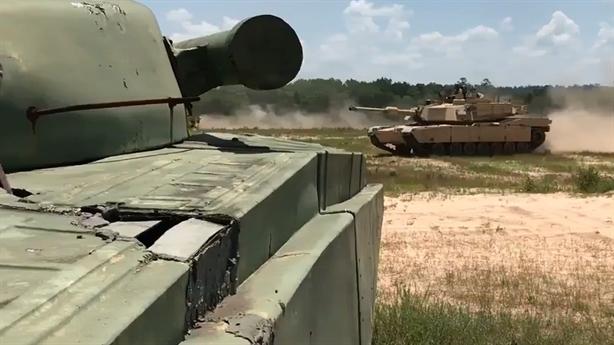 Mỹ - NATO lộ lý do dùng xe tăng Nga tập trận