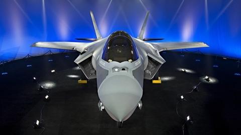 Nga sắp nhận Su-57, Ba Lan vội vàng sắm...F-35