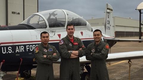 Phi công quân sự Việt Nam tốt nghiệp đào tạo tại Mỹ
