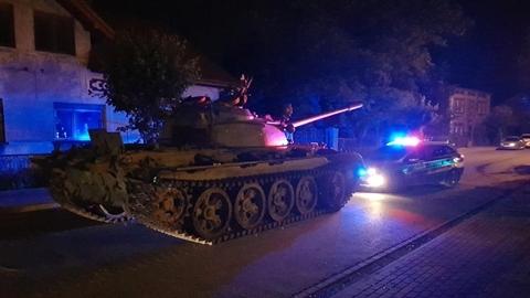 Ba Lan hoảng hồn khi xe tăng T-55 chạy trong thị trấn