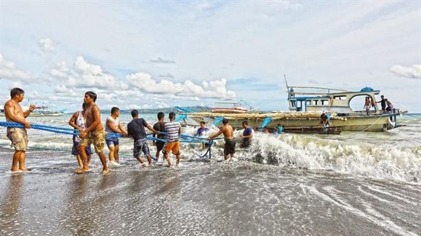 Philippines phản bác Trung Quốc, khẳng định tàu Việt cứu ngư dân