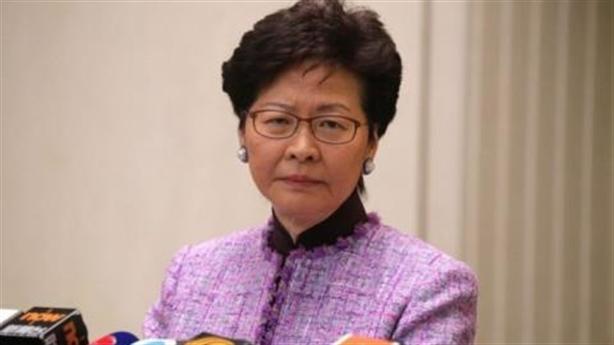 Lãnh đạo Hồng Kông xin lỗi, giới tài phiệt tháo tiền