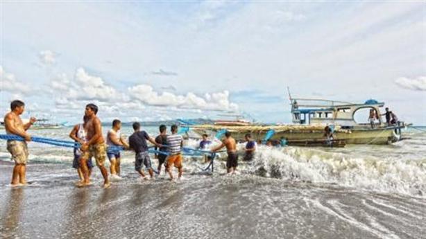 Tàu cá Việt cứu 22 ngư dân Philippines: Hành động anh hùng