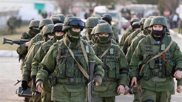 Ukraine không giành lại được Crimea, tố Nga đưa quân đến Donbass