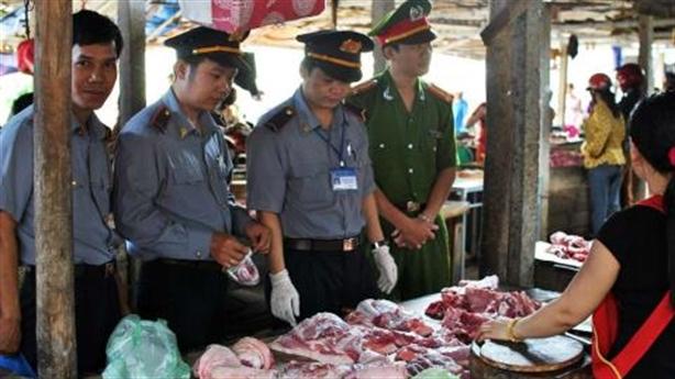 Kiểm soát thực phẩm ở chợ truyền thống: Tại sao vẫn khó?