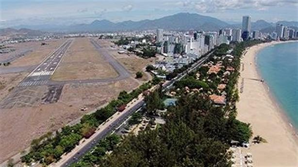 Không cho lấy đất sân bay Nha Trang cũ làm bãi xe
