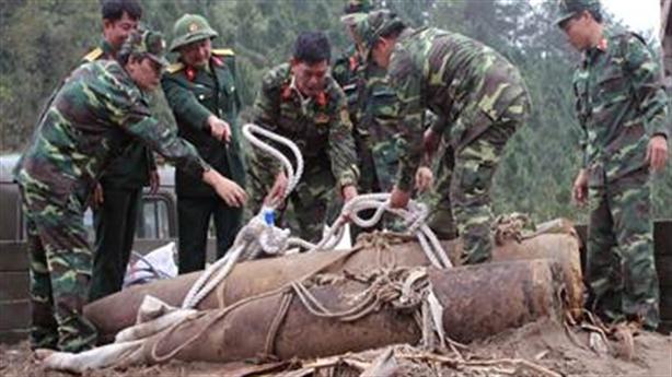 Khắc phục hậu quả bom mìn sau chiến tranh ở Việt Nam
