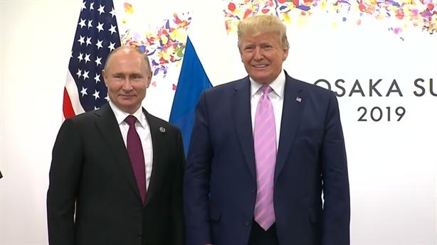 Tổng thống Trump nói gì với ông Putin trước khi bắt tay?