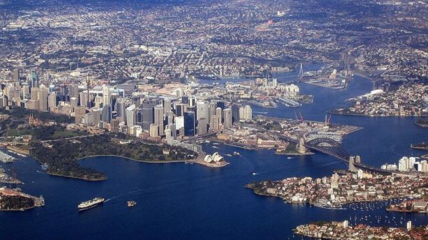 Hồng Kông chuẩn bị trao cảng cho Bắc Kinh