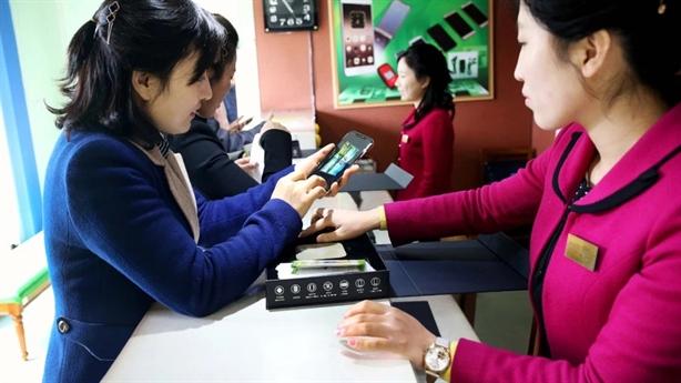 Triều Tiên khoe điện thoại thông minh hiện đại như Mỹ