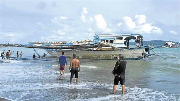 Vụ tàu Trung Quốc đâm tàu cá Philippines: 'Cả hai cùng sai'