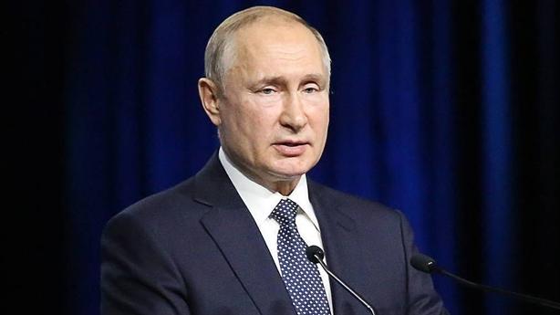 Tổng thống Putin không vung gậy trừng phạt như Mỹ