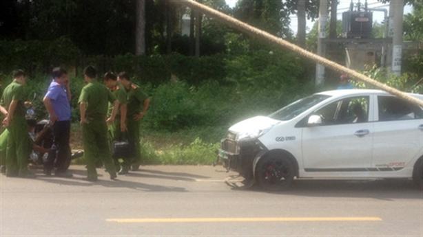 CSGT tông chết người rồi bỏ chạy: Trên xe còn có ai?