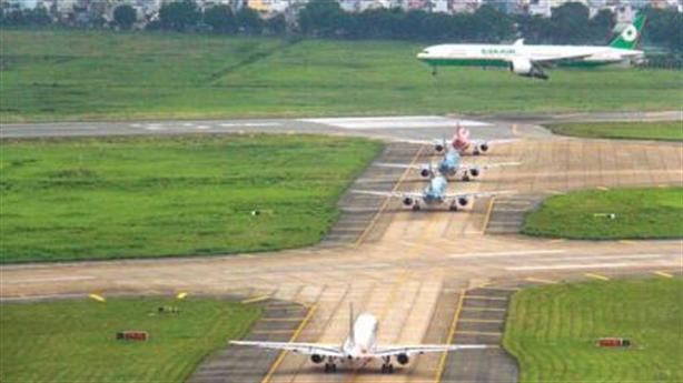 Điều tra sự cố máy bay đáp nhầm đường lăn