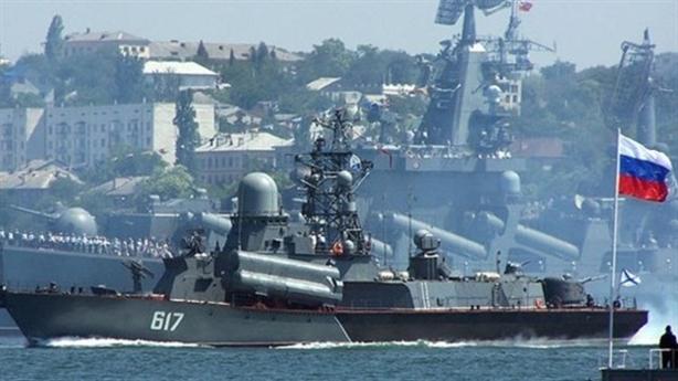 Tàu chiến Nga cắt ngang Sea Breeze, NATO bất lực