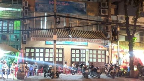 Chồng sát hại vợ trước ga Sài Gòn: Mua nước cho vợ
