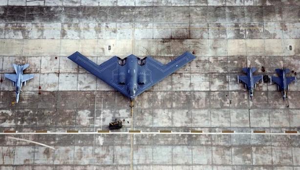 Mỹ kỷ niệm 30 năm B-2; Nga chật vật với PAK-DA