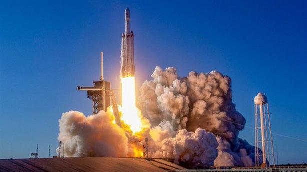 SpaceX thử nghiệm thất bại, tên lửa bốc cháy trên bệ phóng