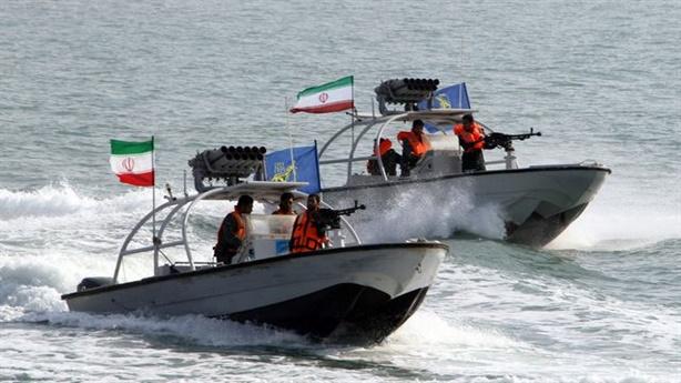 Iran tung clip bắt tàu chở dầu trên Vịnh Ba Tư