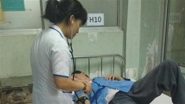 Bác sĩ đánh điều dưỡng nhập viện: 'Tự làm lớn chuyện'