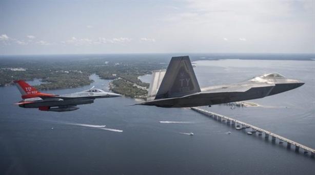Radar Trung Quốc nhìn thấy F-22 nhưng không phát hiện được B-52H