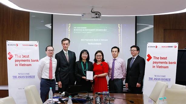 Techcombank nhận giải 'Ngân hàng cung cấp dịch vụ tốt nhất 2019'