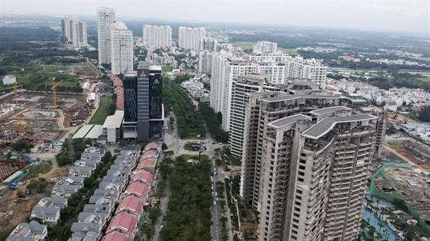 NHNN tăng siết tín dụng bất động sản, chuyên gia vẫn lo