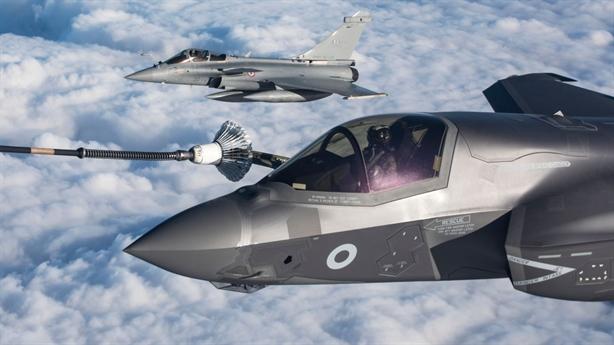F-35 được UAV bảo vệ và giúp tìm kiếm mục tiêu