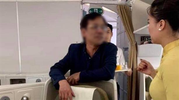 Thương gia bị tố sờ soạng trên máy bay là ai?