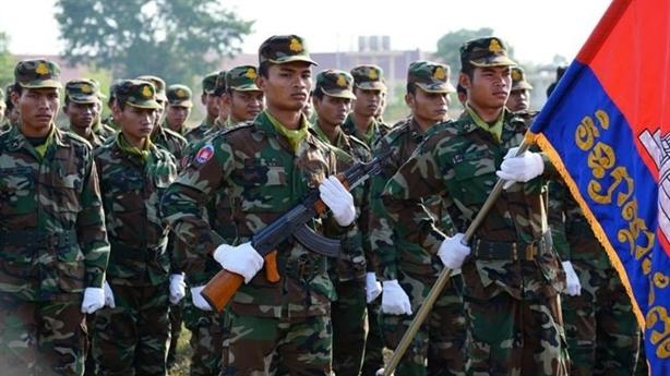 Campuchia chi 40 triệu USD mua súng Trung Quốc