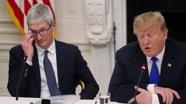 Apple lừng khừng với Huawei, ông Trump dùng thuế ép về Mỹ