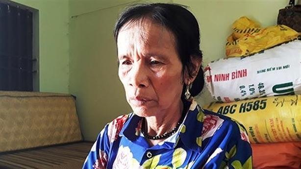 Mẹ Châu Việt Cường bị tàu tông tử vong lúc nhặt lon