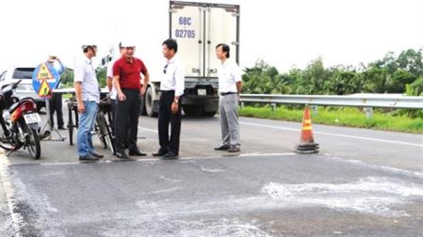 Nứt đường dẫn cầu Vàm Cống: Bộ GTVT chỉ đạo nóng