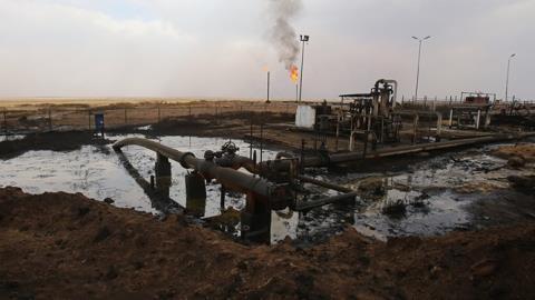 'Mỹ đánh cắp dầu mỏ Syria': Mũi tên trúng hai đích