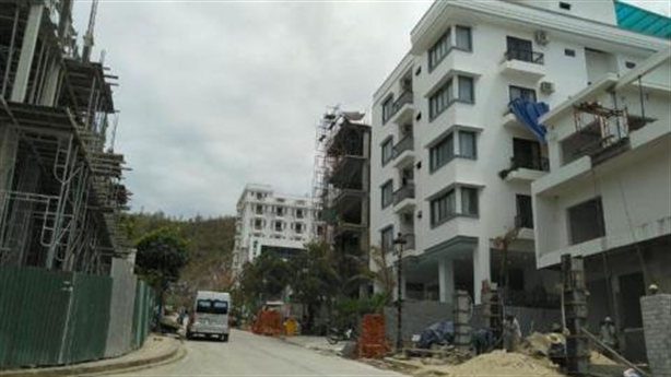 Cắt ngọn loạt biệt thự sai phép tại Ocean View Nha Trang